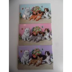 Lot de 3 magnets représentant trois chatons dans les fleurs sur trois fonds différents